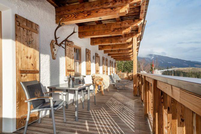 Villapparte-Belvilla-Panorama Chalet 10-Luxe chalet voor 6 personen in Mittersill-Oostenrijk-overdekt terras