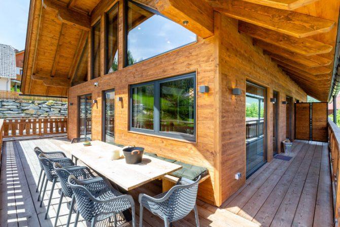 Villapparte-Belvilla-Vakantiehuis Alpinn Wellnesschalet II-Luxe vakantiehuis voor 12 personen in Sankt Margarethen-Oostenrijk-buitenterras