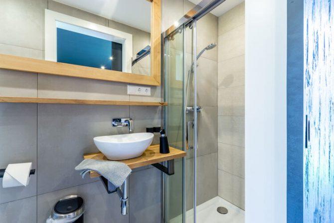 Villapparte-Belvilla-Vakantiehuis Alpinn Wellnesschalet II-Luxe vakantiehuis voor 12 personen in Sankt Margarethen-Oostenrijk-luxe badkamer
