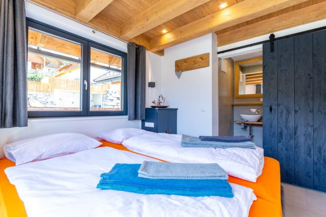 Villapparte-Belvilla-Vakantiehuis Alpinn Wellnesschalet II-Luxe vakantiehuis voor 12 personen in Sankt Margarethen-Oostenrijk-luxe slaapkamer