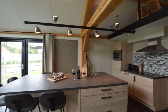 Villapparte-Belvilla-Vakantiehuis Droomeind Villa Bianco-luxe vakantiehuis op parkje voor 4 personen-Alphen-Noord Brabant-luxe keuken