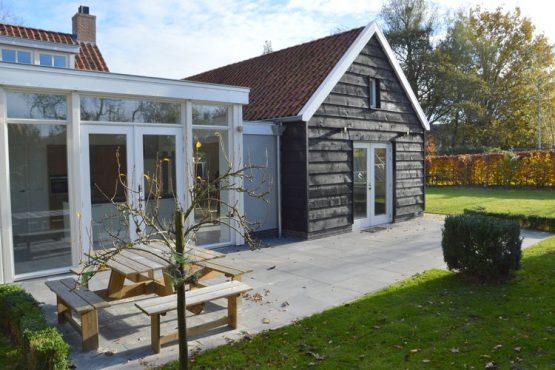 Villapparte-Belvilla-Vakantiehuis Het Hemels Helleke-luxe vakantiehuis voor 12 personen-Oosterhout-Noord Brabant-heerlijk terras