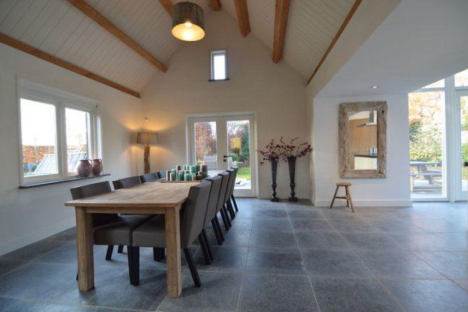 Villapparte-Belvilla-Vakantiehuis Het Hemels Helleke-luxe vakantiehuis voor 12 personen-Oosterhout-Noord Brabant-heerlijke eethoek