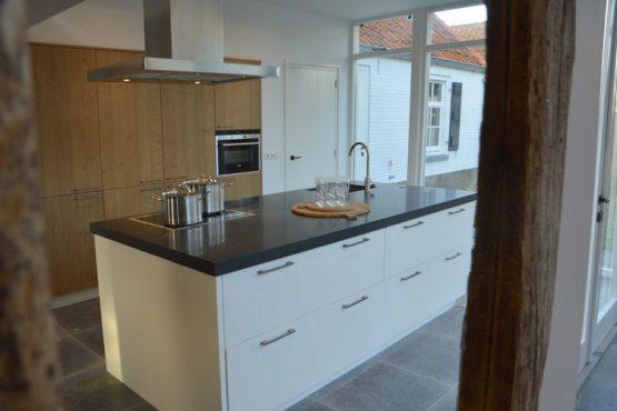 Villapparte-Belvilla-Vakantiehuis Het Hemels Helleke-luxe vakantiehuis voor 12 personen-Oosterhout-Noord Brabant-luxe keuken