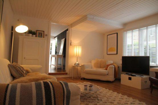 Villapparte-Belvilla-Vakantiehuis Mary's Zomerhuis-romantisch vakantiehuis voor 4 personen-Bergen-Noord-Holland-gezellige woonkamer