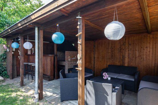 Villapparte-Belvilla-Vakantiehuis Reetselig am See in Klein Barkau-luxe vakantiehuis voor 6 personen met zwembad-Duitsland-overdekt terras