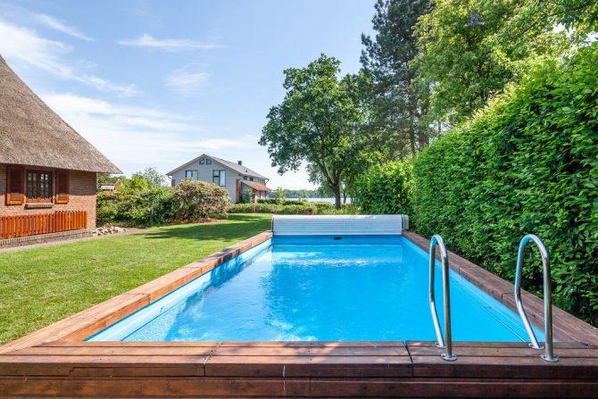 Villapparte-Belvilla-Vakantiehuis Reetselig am See in Klein Barkau-luxe vakantiehuis voor 6 personen met zwembad-Duitsland-zwembad