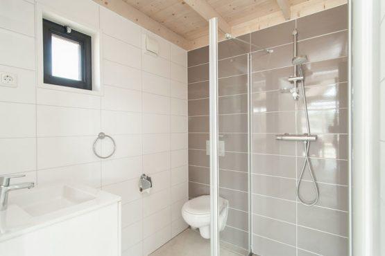 Villapparte-Belvilla-Vakantiehuis Sea Lodge in Bloemendaal-knusse zee lodge voor 4 personen-luxe badkamer