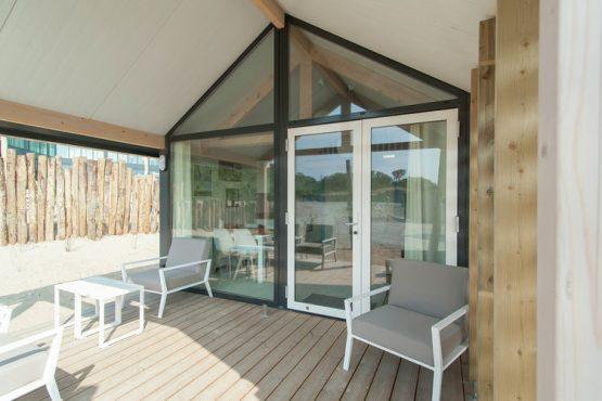 Villapparte-Belvilla-Vakantiehuis Sea Lodge in Bloemendaal-knusse zee lodge voor 4 personen-overdekt terras