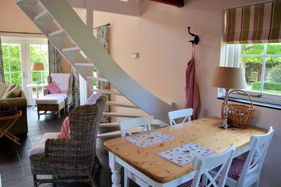 Villapparte-Belvilla-Vakantiehuis Searose in Noordwijk-gezellig vakantiehuis voor 2 personen-eethoek