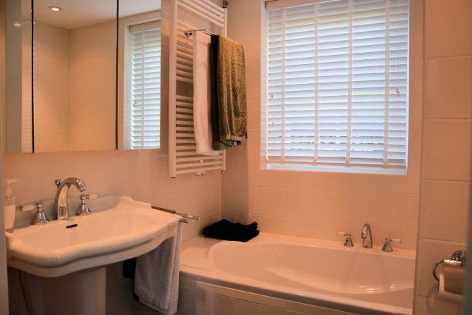 Villapparte-Belvilla-Vakantiehuis Searose in Noordwijk-gezellig vakantiehuis voor 2 personen-luxe badkamer