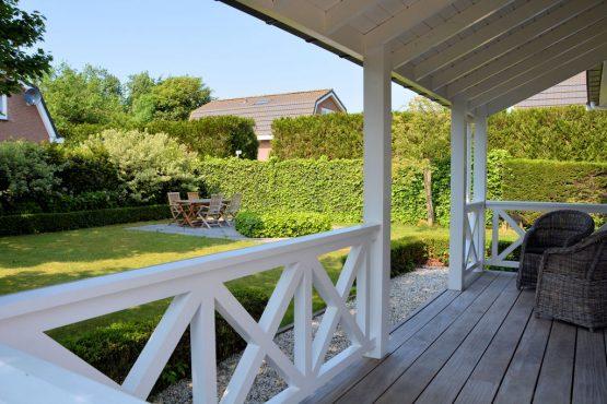 Villapparte-Belvilla-Vakantiehuis Searose in Noordwijk-gezellig vakantiehuis voor 2 personen-tuin met overdekt terras