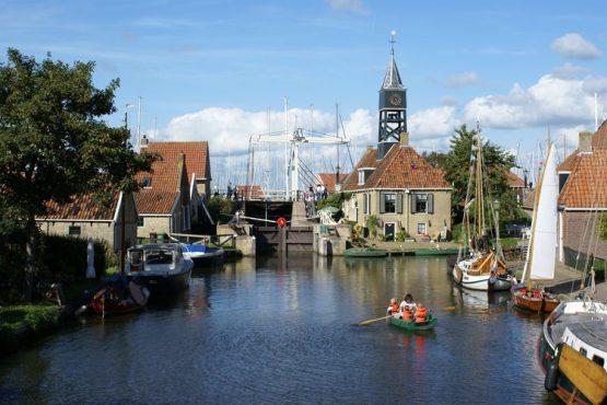 Villapparte-Belvilla-Vakantiehuis Skippers Inn in Hindeloopen-vakantiehuis voor 4 personen aan het water-hindeloopen