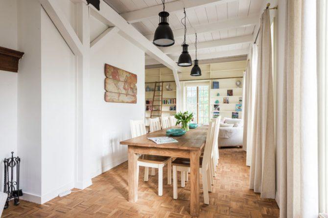 Villapparte-Belvilla-Vakantiehuis The Orangerie-luxe vakantiehuis voor 10 personen in Sassenheim-Zuid-Holland-gezellige eethoek