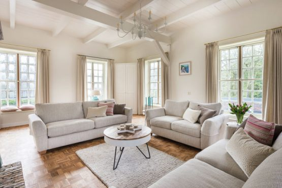 Villapparte-Belvilla-Vakantiehuis The Orangerie-luxe vakantiehuis voor 10 personen in Sassenheim-Zuid-Holland-lichte woonkamer