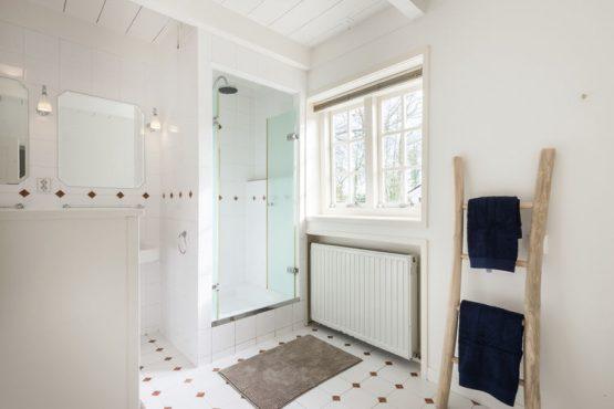 Villapparte-Belvilla-Vakantiehuis The Orangerie-luxe vakantiehuis voor 10 personen in Sassenheim-Zuid-Holland-luxe badkamer