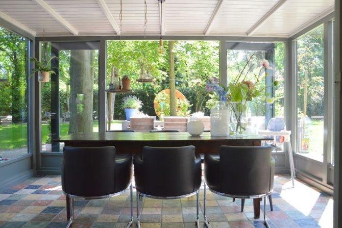 Villapparte-Belvilla-Vakantiehuis Uilennest-luxe kindvriendelijk vakantiehuis voor 7 personen-Haaren-Noord Brabant-zonnige eetkamer