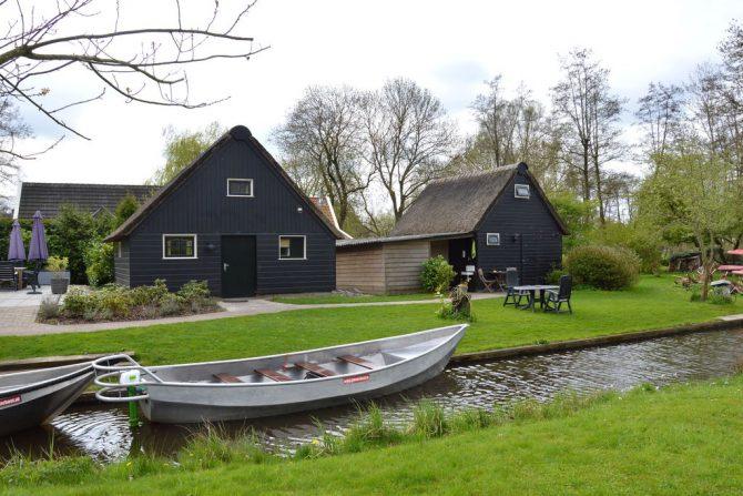 Villapparte-Belvilla-Vakantiehuis aan de Dorpsgracht in Giethoorn-knus vakantiehuis voor 2 personen