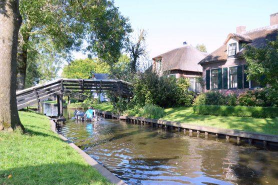 Villapparte-Belvilla-Vakantiehuis aan de Dorpsgracht in Giethoorn-knus vakantiehuis voor 2 personen-grachten Giethoorn