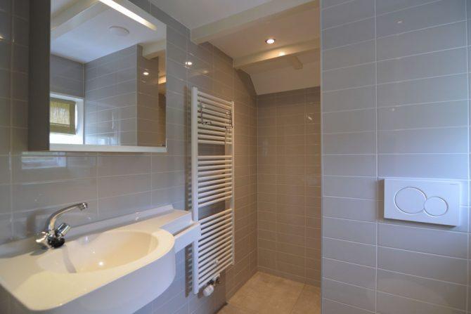 Villapparte-Belvilla-Vakantiehuis aan de Dorpsgracht in Giethoorn-knus vakantiehuis voor 2 personen-luxe badkamer