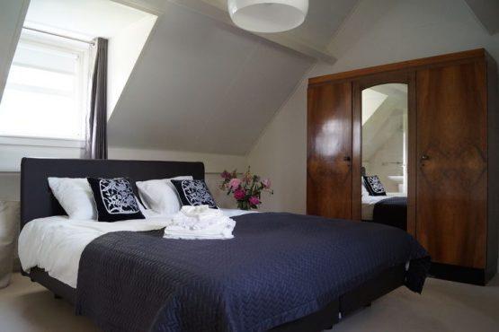 Villapparte-Belvilla-Vakantiehuis de Blauwe Sluis-luxe vakantiehuis voor 8 personen in Steenbergen-Noord Brabant-luxe slaapkamer