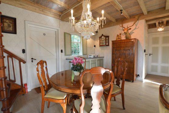 Villapparte-Belvilla-Vakantiehuis the old cottage-luxe vakantiehuis voor 4 personen-Volkel-Noord Brabant-complete keuken met zithoek