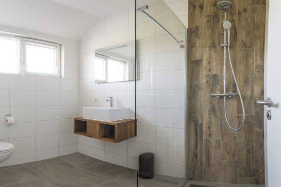Villapparte-Belvilla-Villa Bouwlust-luxe vakantievilla voor 8 personen-De Cocksdorp-Texel-moderne badkamer