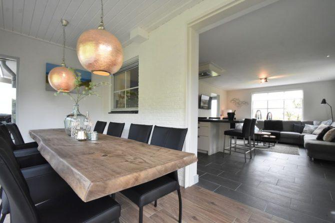 Villapparte-Belvilla-Villa Duin in Julianadorp-luxe vakantievilla voor 8 personen-eetkamer