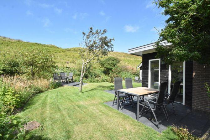 Villapparte-Belvilla-Villa Duin in Julianadorp-luxe vakantievilla voor 8 personen-tuin met terras