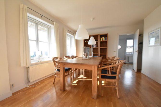 Villapparte-Belvilla-Villa Duindroom-luxe vakantiehuis voor 6 personen in Midsland-Terschelling-gezellige eethoek