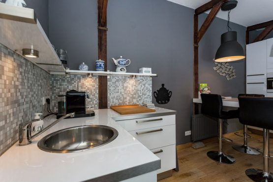 Villapparte-Belvilla-Villa Helmond-luxe vakantievilla voor 16 personen in helmond-Noord Brabant-keuken in poolhouse