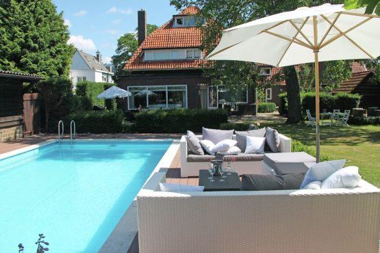 Villapparte-Belvilla-Villa Helmond-luxe vakantievilla voor 16 personen in helmond-Noord Brabant-met privé zwembad