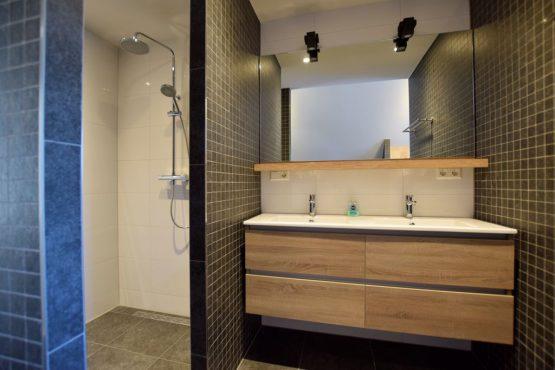 Villapparte-Belvilla-Villa Kaagervaaring-luxe 8-persoons vakantievilla-Kaag-Zuid-Holland-luxe badkamer