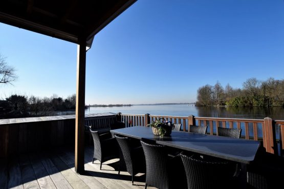 Villapparte-Belvilla-Villa Kaagervaaring-luxe 8-persoons vakantievilla-Kaag-Zuid-Holland-overdekt terras