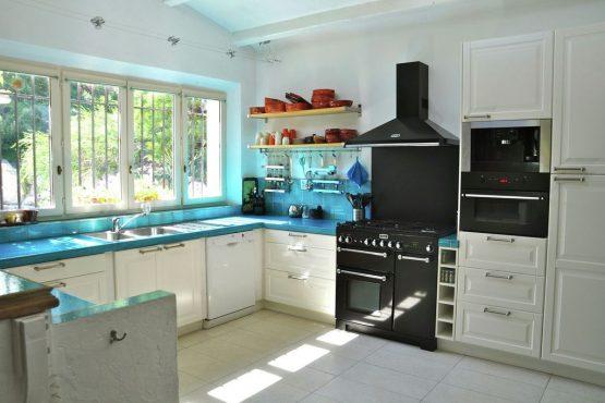 Villapparte-Belvilla-Villa La Salamandre Côte d'Azur-luxe vakantiehuis voor 10 personen met zwembad-luxe keuken