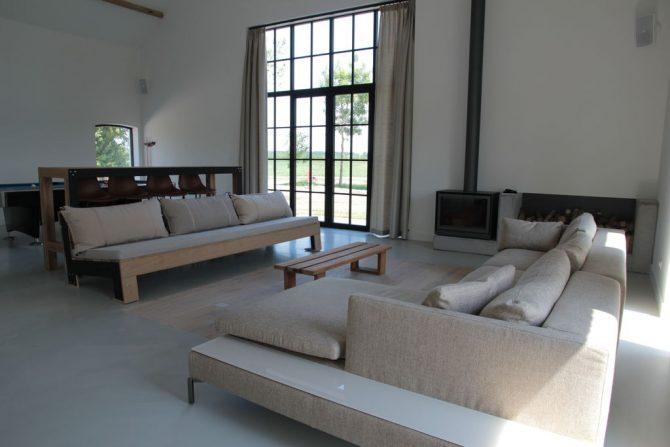 Villapparte-Belvilla-Villa Polderduin-Luxe vakantievilla voor 14 personen in Zuidzande-Zeeland-moderne woonkamer met spekkachel