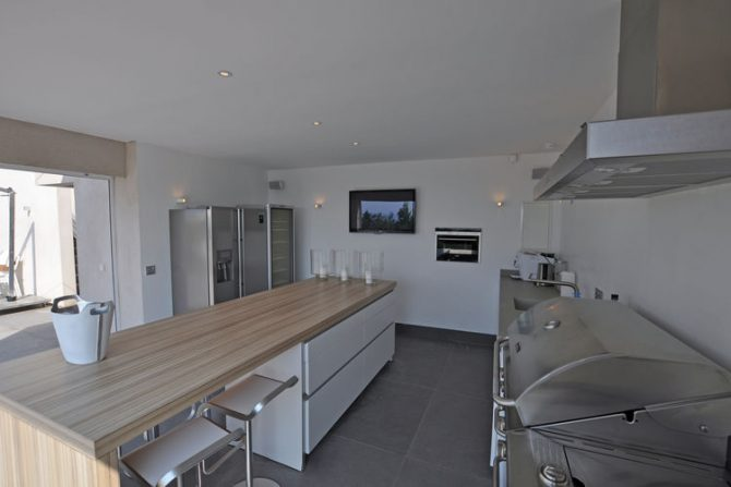 Villapparte-Belvilla-Villa Six Cent Douze-luxe vakantiehuis-Zuid Frankrijk-luxe woonkeuken