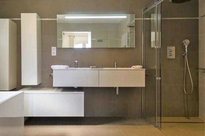 Villapparte-Belvilla-Villa Vue Mer Côte d'Azur-luxe vakantiehuis met zwembad voor 10 personen-luxe badkamer