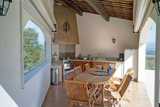Villapparte-Belvilla-Villa Vue Mer Côte d'Azur-luxe vakantiehuis met zwembad voor 10 personen-overdekte buitenkeuken