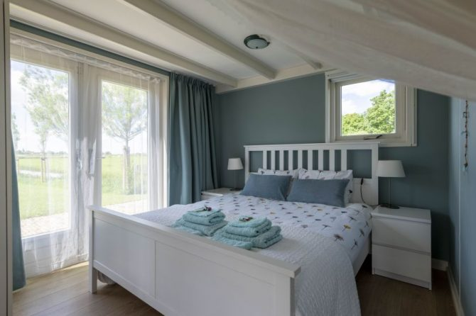 Villapparte-Natuurhuisje 37959-landelijke schapenschuur in Boksum voor 4 personen-Friesland-romantische slaapkamer