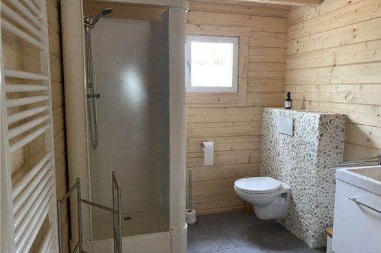 Villapparte-Scandinavische Chalet in Epe-Veluwe-luxe vakantiechalet voor 6 personen-Gelderland-luxe badkamer