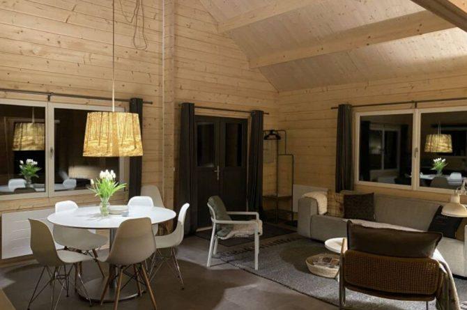 Villapparte-Scandinavische Chalet in Epe-Veluwe-luxe vakantiechalet voor 6 personen-Gelderland-sfeer s'avonds