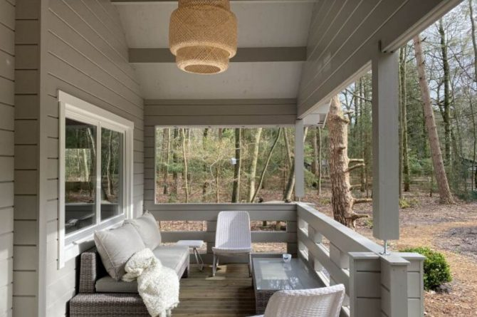 Villapparte-Scandinavische Chalet in Epe-Veluwe-luxe vakantiechalet voor 6 personen-Gelderland-veranda