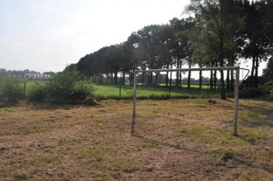 Dorpswoning In het Bos - Villapparte -romantisch vakantiehuis voor 4 personen - Noord Brabant - voetbalveld met uitzicht