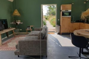 Villapparte-Dorpswoning het Atelier-luxe vakantiehuis voor 2 personen-Noord-Brabant-gezellige woonkamer