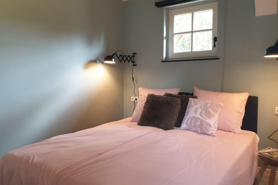 Villapparte-Dorpswoning het Atelier-luxe vakantiehuis voor 2 personen-Noord-Brabant-luxe slaapkamer
