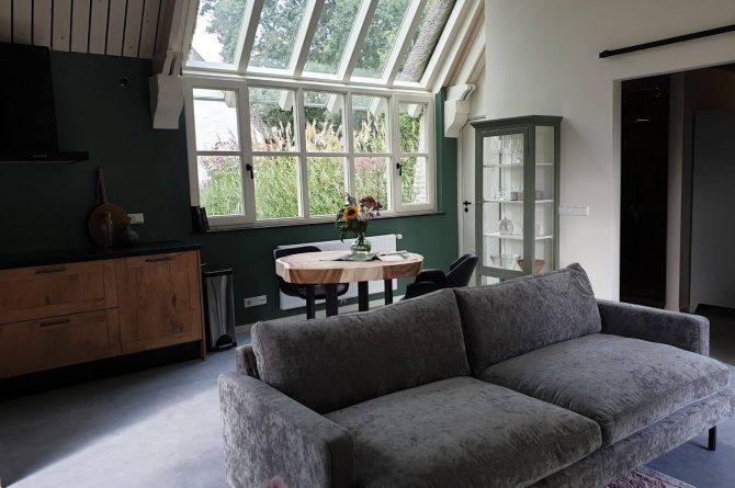 Villapparte-Dorpswoning het Atelier-luxe vakantiehuis voor 2 personen-Noord-Brabant-prachtige raampartij