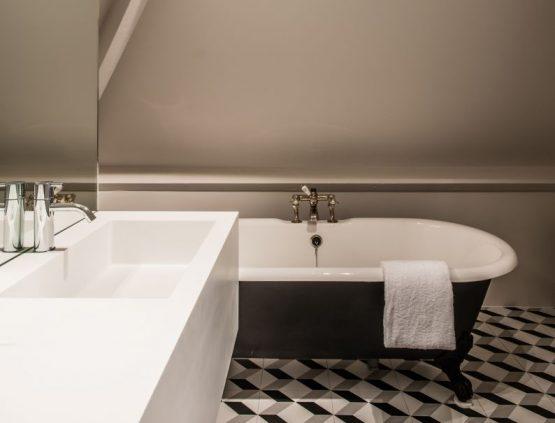 Villapparte-Natuurhuisje 29852-Historisch vakantiehuis in Loon op Zand-historisch kasteel-4 personen-moderne badkamer