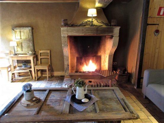Villapparte-Natuurhuisje 31983-Vakantiehuis de Vakwerkhoeve-8 personen-Epen-romantische woonkamer met openhaard