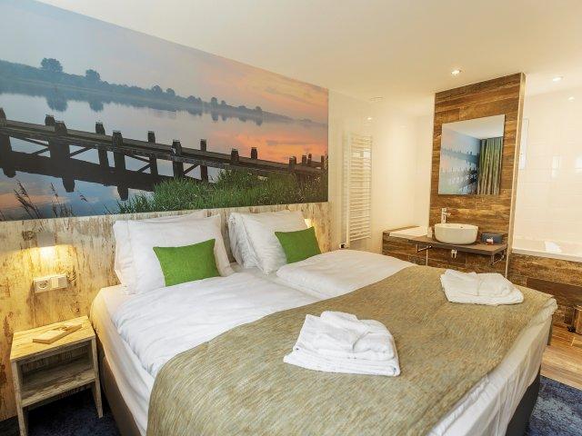 Villapparte-woonboot-de Eemhof-Zeewolde-6 personen-gezellige slaapkamer